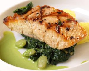 El salmón es un alimento rico en vitamina D